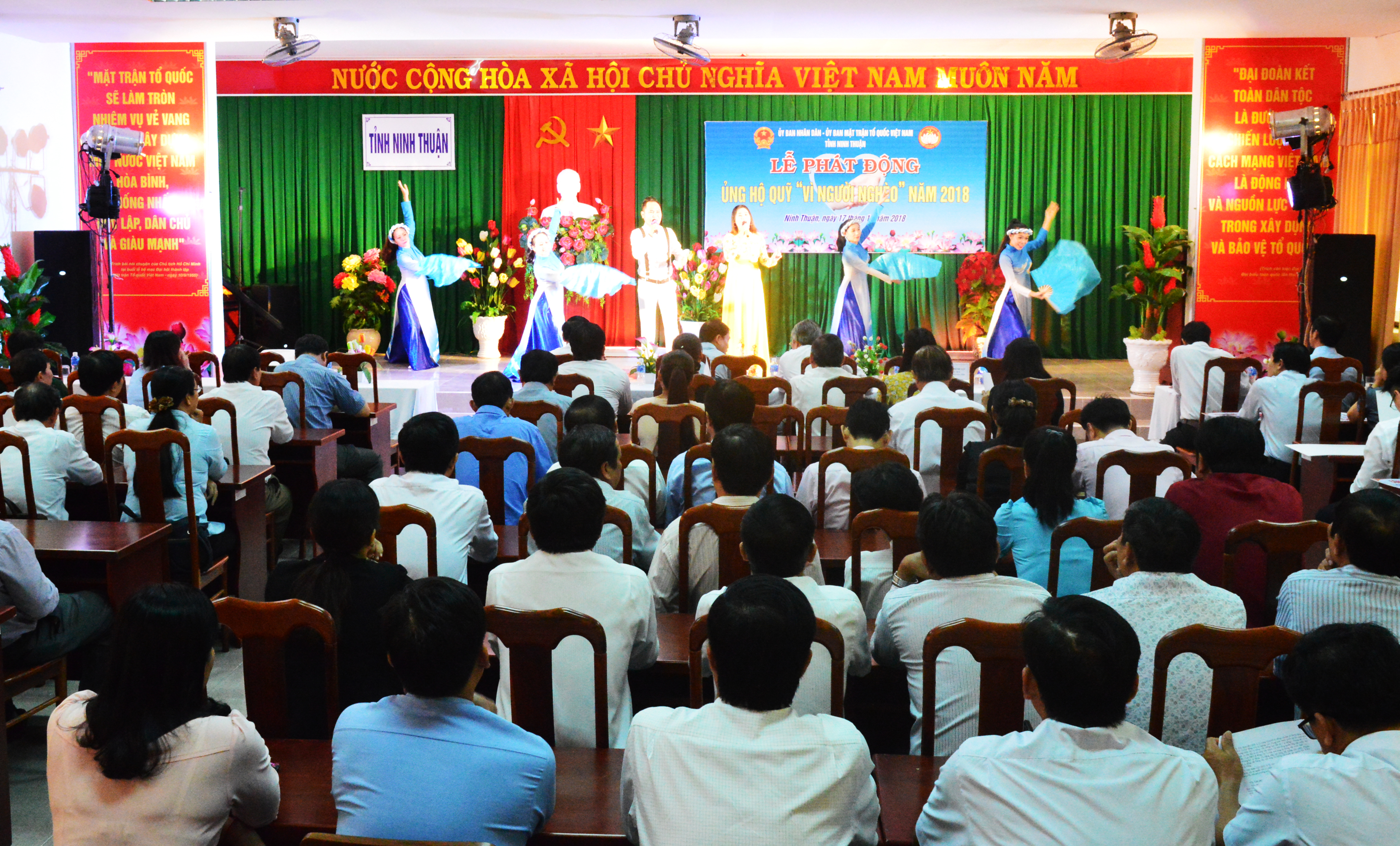 Chung tay ủng hộ quỹ vì người nghèo Ninh Thuận 2018